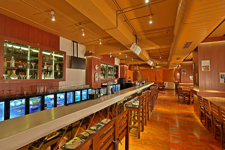Under One Roof Hotel Consulting. Bakstage Bar and Pub.